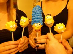 cake pops Simpsons Cake, Macarons, Cake Push Pops, Food C, Fun Food, Toy Story Cakes, Pop Photos, Marshmallow Pops, Cute Cakes