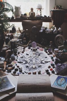 Uuuggghhh so beautiful Tarot, Crystals And Gemstones, Stones And Crystals, Wicca Witchcraft, Wiccan Altar, Wiccan Decor, Crystal Grid, Crystal Altar, Crystal Garden
