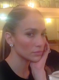 Jennifer Lopez embraces her natural curly hair in post-vacation selfie