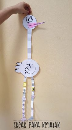 Manualidades para niños: Cigüeña en papel Clock, Home Decor, Fun Crafts, Crafts For Kids, Paper Envelopes, Colors, Watch, Homemade Home Decor, Clocks