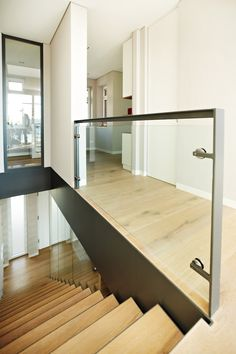 Glass Handrail, Staircase Handrail, Glass Stairs, Metal Stairs, Modern Stairs, Stair Railing, Railing Design, Staircase Design, Floor Design