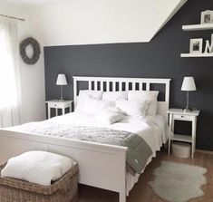 Ikea Doppelbett Hemnes Lack weißDa wir umziehen möchten, verkaufen w. Ikea double bed Hemnes lacquer whiteSince we want to move, we sell the . Bedroom Sets, Home Bedroom, Bedroom Decor, Bedroom Artwork, Bedroom Shelves, Bedding Sets, Lit Double Ikea, White Bedroom Design, White Bedroom Set