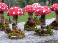 Hübsche Pilz Tischdeko Die Pilze auf dem Bild wurden mit Filztechnik gemacht un... #auf #Bild #dem #die #filztechnik #gemacht #hubsche #mit #Pilz #pilze #tischdeko #wurden