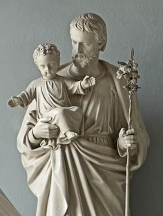 Statue of Joseph and the Christ Child the Basilica of Saint Louis, King of France, in Saint Louis, Missouri, USA. (Photo bymsabeln)