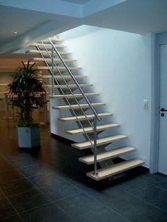 Trappen inspiratie hoekje: Voorbeeld trap 9 Open trap met inox leuning | Trapbekleding en Traprenovatie