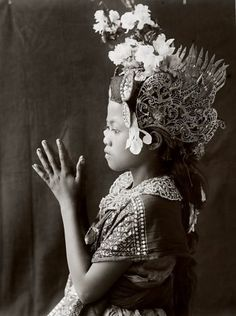 Young dancer from Bali, approx. 1900–1930. Unknown photographer.