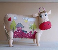 Cow Cushion Pattern - Sewing Dolls and Toys - Cute Cows, Doll Painting, Cute Pillows, Sewing Projects For Kids, Sewing Dolls, Animal Pillows, Felt Animals, Fiber Art, Dinosaur Stuffed Animal