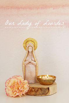 Onze lieve vrouw van Lourdes - Maagd Maria heiligdom Prayer Altar standbeeld, moedergodin, meditatie ruimte, moeder Maria, godin van de vruchtbaarheid