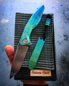 Edc Carry, Edc Everyday Carry, Pretty Knives, Custom Folders, Duct Tape Crafts, Quilling Earrings, Tactical Patches, Edc Knife, Edc Gear