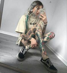 Old skool ideas Hot Tattoo Girls, Girls With Sleeve Tattoos, Best Sleeve Tattoos, Tattoed Girls, Inked Girls, M Tattoos, Cute Tattoos, Beautiful Tattoos, Body Art Tattoos