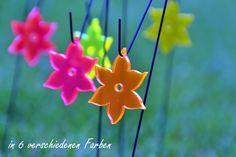 Was sind Sonnenfänger ??? Sonnenfänger bestehen aus fluoreszierendem Acrylglas welches unser UV Licht in sichtbares Licht umwandelt. Die Sonnenfänger leuchten besonders schön bei schlechtem und trüben Wetter und in der Abend und Morgendämmerung. Sie sind Lichtecht und behalten Ihre Leuchtkraft für viele Jahre. www.shideko.de Unsere Miniblüten