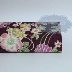 Tissus Japonais fleurs traditionnelles violettes.