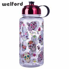 Linda botella de agua con calaveras mexicanas decoradas. Ideal para los  amantes de las calaveras 4bd574e88ce9