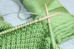 Rice Stitch Baby Blanket, Free Knitting Pattern A Design by Liz @PurlsAndPixels This rice stitch baby blanket is a great way to practice your knitting and purling skills. The rice stitch makes a fabric with two lovely textures on either…