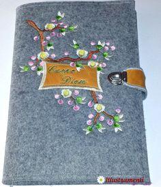"Kalender 2015 m. besticktem Filzcover ""Carpe Diem"" von Illustramenti - Nadelmalerei - Embroidery auf DaWanda.com"