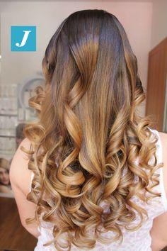 Il Degradé Joelle non ha bisogno di filtri. #cdj #degradejoelle #tagliopuntearia #degradé #igers #musthave #hair #hairstyle #haircolour #longhair #ootd #hairfashion #madeinitaly #wellastudionyc