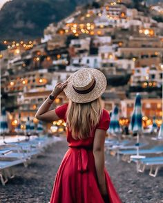 I fell in love with Positano and it has been an absolute dre.- I fell in love with Positano and it has been an absolute dream being here 💫 w… I fell in love with Positano and it has been an absolute dream being here 💫 with kristina crown . Venice Travel, Italy Travel, Greece Travel, Girl Photography, Travel Photography, Poses Photo, Applis Photo, Insta Photo Ideas, Instagram Influencer
