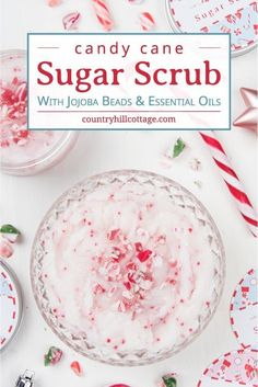 DIY Candy Cane Sugar Scrub and Peppermint Body Butter - Learn how to make candy cane sugar scrub with jojoba beads! This DIY whipped peppermint sugar scrub - Sugar Scrub Homemade, Sugar Scrub Recipe, Diy Body Scrub, Diy Scrub, Zucker Schrubben Diy, Peppermint Sugar Scrubs, Homemade Christmas Gifts, Christmas Presents, Holiday Crafts