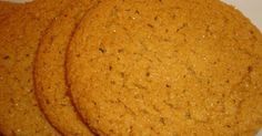 Εξαιρετική συνταγή για Μαλακά μπισκότα με ginger. Είναι φανταστικά μυρωδάτα μπισκότα, μαλακά, βέβαια, όπως μαρτυρά ο τίτλος. Τώρα που χειμωνιάζει είναι τέλεια!  Λίγα μυστικά ακόμα  Τη συνταγή τη βρήκα τυχαία στο ίντερνετ, στο site allrecipes.com.Προαιρετικά μπορείτε να προσθέσετε και ξύσμα πορτοκαλιού. Δεν αναφέρεται στη συνταγή, αλλά το δοκίμασα και της ταίριαζε περίφημα.Ευχαριστούμε την eliza04 για τις φωτογραφίες βήμα βήμα.