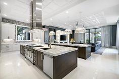 Luxury Kitchen Design, Kitchen Room Design, Luxury Kitchens, Modern House Design, Kitchen Ideas, Florida Mansion, Florida Home, Mansion Kitchen, Mansion Rooms