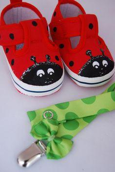 Unas MariLolas, zapatillas pintadas a mano con forma de mariquita para bebé