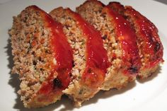 Turkey Meatloaf. 5 carb / 176 calories per serving. Ingredients: 2 lbs Extra Lean Ground Turkey 2 Large Eggs 1 pkg Lipton Onion Soup Mix 1/4 cup parmesan cheese, grated 1/2 cup Heinz, One Carb Reduced Sugar Ketchup 1 tbsp garlic powder 1 tbsp italian seasoning 1tsp black pepper 2 cups tomato sauce Directions: Combine turkey, eggs, onion soup mix, parmesan cheese, ketchup and pepper in a large bowl. Mix with hands until well incorproated. Place in 13x9 inch baking dish and form into l...