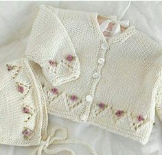 Valley Yarns 200 April In December - Babykleidung Knit Baby Sweaters, Knitted Baby Clothes, Baby Cardigan Knitting Pattern, Baby Knitting Patterns, Knitting For Kids, Hand Knitting, Knit Baby Dress, Baby Clothes Patterns, Quick Knits