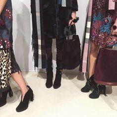 Püskül ve yama detaylı süet botlar - Burberry A/W15 Kadın Giyim defilesi kulisi #LFW