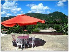 Terraza con vistas al parque de Viñales. Vinales, Patio, Outdoor Decor, Home Decor, Terrace, Fences, Dining Rooms, Entryway, Parks