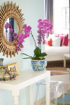 lucite. starburst mirror. white sofa. colorful accents. yes!