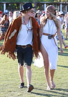 Reigning 'World's Most Beautiful Couple' Cody Simpson And Gigi Hadid + Ariel Winter, Eiza Gonzalez And Other Randoms At Coachella 2015 Day 3 - http://oceanup.com/2015/04/13/reigning-worlds-most-beautiful-couple-cody-simpson-and-gigi-hadid-ariel-winter-eiza-gonzalez-and-other-randoms-at-coachella-2015-day-3/