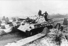 Panzer V (Panther) durchquert Panzersperren