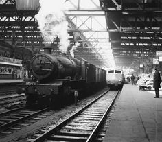Snow Hill Station,with Ex GWR 6841 'Marlas Grange' on a goods turn with a 'Blue Pullman' set standing at platfrom Birmingham City Centre, Birmingham Uk, Old Train Station, Train Stations, Diesel Locomotive, Steam Locomotive, Steam Trains Uk, Disused Stations, Railroad Pictures