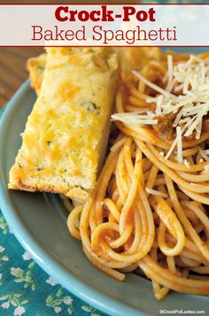 Crock-Pot Baked Spaghetti - The family will adore this recipe for Crock-Pot Baked Spaghetti. Meaty spaghetti sauce is simmered away and then al dente pasta & then cheeses are added! Meaty Spaghetti Sauce, Spaghetti Recipes, Baked Spaghetti In Crockpot, Slow Cooker Recipes, Crockpot Recipes, Cooking Recipes, Jambalaya, Slow Cooking, Penne