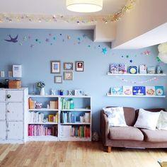 DIY本棚/kanachさんの、部屋全体,本棚,ソファ,DIY,星,額縁,おりがみ,のお部屋写真