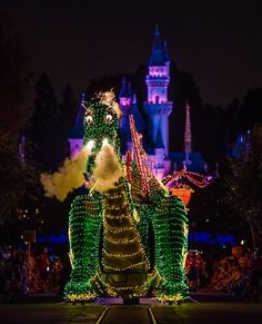 Main Street Electrical Parade is Returning. Disneyland Crowd Calendar, Disneyland Crowds, Disneyland Parade, Disneyland Tickets, Disneyland Hotel, Disney Hotels, Disneyland California, Disney California Adventure, Travel Tips