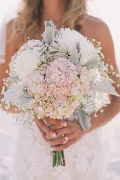 We adore this beachy pastel bouquet, dripping with romance. Julia | Brideside | Black & Hue Photography