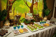jungle themed cake table - Google Search Dessert Party, Dessert Table, Cake Table, Deco Baby Shower, Baby Shower Themes, Baby Boy Shower, Shower Ideas, Baby Shower Table Decorations, Baby Shower Centerpieces