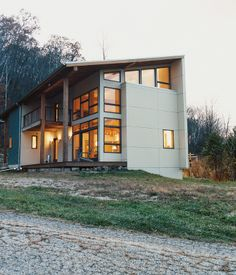 Modern cabin in the Wisconsin wilderness. :: The home is clad in galvanized corrugated metal. Modern Architecture House, Modern Buildings, Architecture Design, Metal Buildings, Residential Architecture, Gaudi, Home Styles Exterior, Modern Contemporary Homes, Modern Ranch