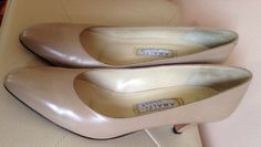 Womens VINTAGE 80s Nude Beige Tan Classic Pumps Kitten Heels Shoes  | Size 7 #Amalfi #Heels