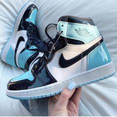 Jordan Shoes Girls, Jordan Outfits, Girls Shoes, Nike Outfits, Shoes Women, Nike Jordan Shoes, Retro Outfits, Swag Shoes, Tennis Shoes Outfit