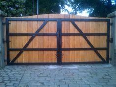 Double driveway gates in beautiful wood panels manufactured by www.garciaandsykes.co.uk