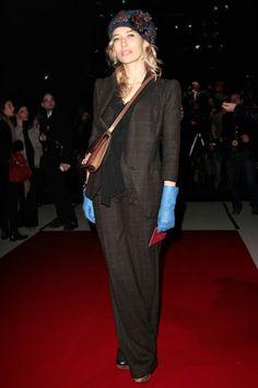 Alexandra Golovanoff, blue gloves