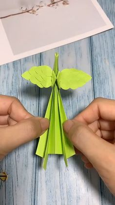 DIY Waving Wing Reborn Phoenix - Manualidades y Bricolaje Ropa Instruções Origami, Paper Crafts Origami, Easy Paper Crafts, Diy Arts And Crafts, Paper Crafting, Kids Crafts, Origami Videos, Oragami, Origami Butterfly