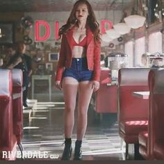 RIVERDALE SEASON Is On right now! Love seeing Cheryl blossom Again! She's the best Character! Cheryl Blossom Riverdale, Riverdale Cheryl, Riverdale Cast, Cheryl Blossom Aesthetic, Riverdale Aesthetic, Riverdale Fashion, Cool Outfits, Fashion Outfits, Girl Crushes