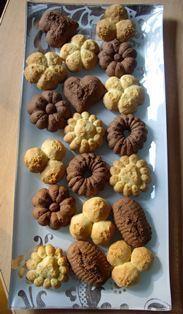 Biscuits citron ou cacao/cannelle (presse-biscuits) - Recettes de cuisine Eid Cookies Recipe, Cookie Recipes, Desserts With Biscuits, No Cook Desserts, The Joy Of Baking, Joy Baking, Italian Cookies, Biscuit Cookies, Food Humor