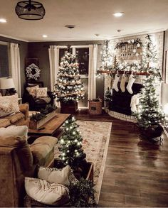 Looking for for pictures for farmhouse christmas decor? Check this out for amazing farmhouse christmas decor images. This particular farmhouse christmas decor ideas seems to be excellent. Decoration Christmas, Xmas Decorations, Apartment Christmas Decorations, Christmas Fireplace Decorations, Decorating For Christmas, Christmas Mantels, Christmas House Lights, Flocked Christmas Trees Decorated, Colored Christmas Lights