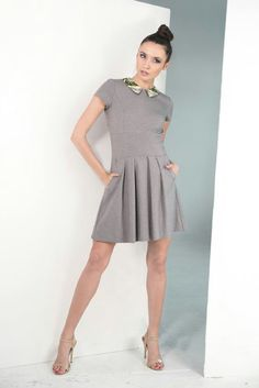 Sweet grey dress with collar