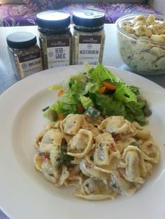 Tortellini e herb garlic dip mix Mediteranean dukkah roma italian spice blends delicious Home Recipes, Cooking Recipes, Healthy Recipes, Easy Recipes, Pasta Noodles, Home Food, Potato Salad, Easy Meals, Vegan