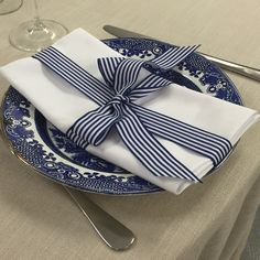How i love this look.heavy stone linen works so well with blue crockery.white oxford napkin with a blue stripe ribbon. Oxford White, Blue China, Blue Stripes, It Works, Napkins, Stone, Ribbon, Ideas, Band